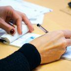 Wie füllt man einen Bankscheck korrekt aus?